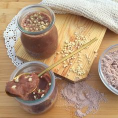 Flan de proteína de chocolate con almendras. ¡Está riquísimo y es muy fácil de hacer! Ingredientes: – 1/2 litro de leche de avena. – 1 scoop de proteína de chocolate. Si no …