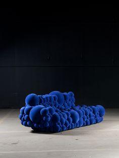 www.elle.be :Qui a dit qu'un canapé ça devait être gris et carré