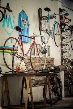 Monsieur Vélo, bike shop in Barcelona specialized in restoring and selling vintage bicycles and components