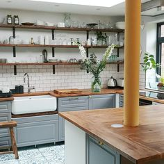 Hints and Tips for how to DIY Install an Ikea Kitchen — Alice de Araujo Belfast Sink Kitchen, Ikea Kitchen Sink, Ikea Sinks, Kitchen Living, New Kitchen, Kitchen Decor, Belfast Sink Ikea, Kitchen Ideas, Shelves Over Kitchen Sink