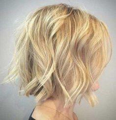 Los últimos cortes de pelo corto ondulado por las señoras con estilo