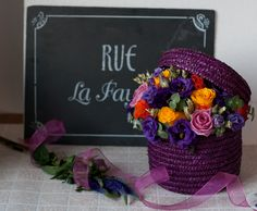 Hat box with flowers Created and designed by 'Flowers by Ana' Cake Decorating Tutorials, Flower Basket, Zen, Floral Design, Projects To Try, Boxes, Create, Flowers