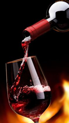 Wine pretty much solves everything. Wine Glass Images, Wine Wallpaper, Pouring Wine, Glass Photography, Wine Painting, Expensive Wine, Wine Art, French Wine, In Vino Veritas