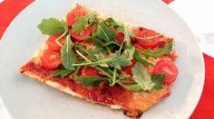 Gluteeniton pizza kirsikkatomaateilla ja rucolalla. Tästä tuli ehkä paras home-made pizza tähän mennessä! Päihitti jopa perus vehnäjauhopizzan. Tuli, Vegetable Pizza, Vegetables, Food, Essen, Vegetable Recipes, Meals, Yemek, Veggies