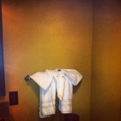 Elephant towels greeted us on arrival in our bathroom at Kidani Village in Disney's Animal Kingdom Lodge.