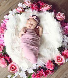 My baby sister #happybrother #bigbrother #babysister #fashionkids #postmyfashionkid #flowergirl #pink #love #ljubav #volimosevolimo
