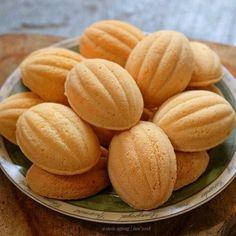 Resep kue Lebaran enak, praktis, mudah dibuat sendiri © 2020 brilio.net Cokies Recipes, Eggless Cookie Recipes, Snack Recipes, Snacks, Resep Cake, Hazelnut Cookies, Traditional Cakes, Asian Desserts, Homemade Cakes