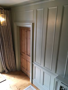 Farrow & Ball French Gray No 18 Panelled Hallway, Curtains, Susie Watson Designs, Violet Shalini Linen Kitchen Cabinets Farrow And Ball, Hallway Designs, Hallway Ideas, Grey Hallway, Victorian Hallway, Long House, Small Entryways, French Grey, Vintage Kitchen Decor