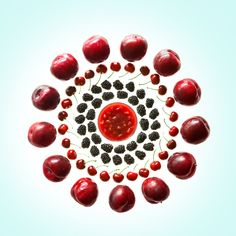 Wheel Of Plums Cherries And Blackberries Photography , Fruit Photography, Flat Lay Photography, Natural Form Art, Collections Photography, Still Life Fruit, Weird Food, Exotic Fruit, Fruit And Veg, Food Design