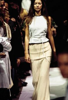 The complete Maison Margiela Spring 1993 Ready-to-Wear fashion show now on Vogue Runway.