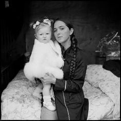 Joseph-Philippe Bevillard: Irish Travellers - Mother with long braid and child, Ballinasloe, Galway 2011