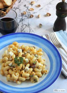 Amorelli con salsa de calabaza, pistachos y queso azul.