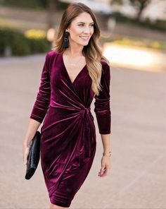 This gorgeous velvet dress would be perfect for an office Christmas party outfit, a fancy Christmas dinner outfit or could even carry over for a New Years Eve outfit. Outfits Party Night, Christmas Party Outfits, Holiday Party Outfit, Dinner Outfits, Holiday Dresses, Winter Cocktail Dresses, Christmas Party Cocktail Dress, Winter Wedding Outfits, Stylish Dresses