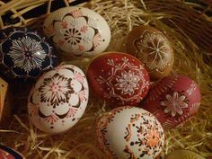 Eastern Eggs, Egg Art, Egg Decorating, Christmas Crafts, Diy And Crafts, Drop, Patterns, Different Shapes, Wax