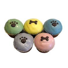 Spring Paw Print Cupcakes - perfect for a puppy shower!