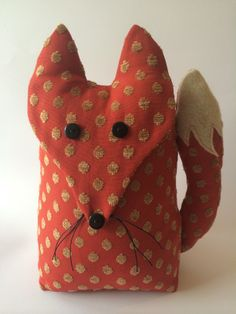 Tope para puertas - Fox Door Stop. Exclusively designed & handmade by Billies Boards. Fox Crafts, Cute Crafts, Kids Crafts, Craft Projects, Sewing Projects, Doll Patterns, Sewing Patterns, Doorstop Pattern, Fabric Crafts