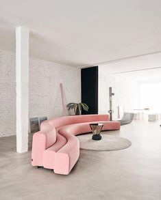 Living room l Home decor l Interior design l Furniture l Pink velvet sofa