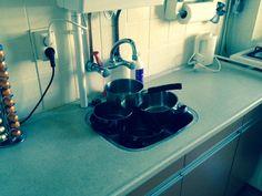 Blog: 'Thuis lekt de kraan, of toch niet?!' Je kent de uitdrukking 'Bij de loodgieter thuis lekt de kraan' vast wel. Elders veel klussen op knappen, maar thuis lekt de kraan. Ook dit is voor mij zeer herkenbaar gebleken de afgelopen periode. (door Maarten Snel van Futuro Uitgevers) #maartensnel #futurouitgevers