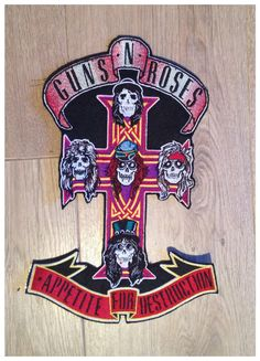 Grand écusson patch applique Guns n Roses. Entièrement brodé, dos thermocollant, il mesure 30cm de haut. Boutique AnjaCreation sur Etsy Guns N Roses, Appetite For Destruction, embroidery design, rock'n roll