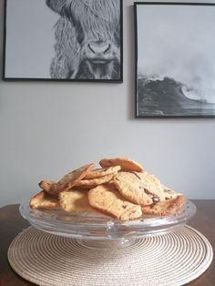 Vegan cookies and biscuits recipe Vegan Chocolate Chip Cookie Recipe, Chocolate Chip Cookies Ingredients, Vegan Food, A Food, Vegan Recipes, Biscuit Cookies, Biscuit Recipe, Cookie Recipes, Food Processor Recipes