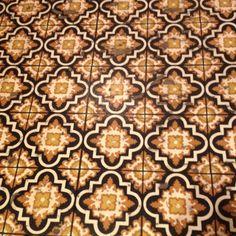 Linoleum Floors -- Curated by: Modern Paint & Floors | 102-1875 Spall Rd Kelowna (BC) V1Y 4R2 | 250 860 2444