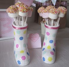 The Mulberry Bush: Peppa Pig Treat Table. cake pops in a gumboot (or is it a Wellie? Birthday Party Treats, Birthday Party Tables, Pig Party, 4th Birthday Parties, Birthday Ideas, Jungle Theme Parties, Party Themes, Party Ideas, King Birthday