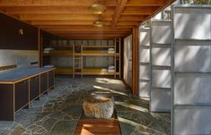 Peter Stutchbury Architecture Celebrates The Beach Hut | Habitus Living Peter Stutchbury, Retreat House, Internal Courtyard, Gold Bedroom, Australian Homes, House Goals, Simple House, Cladding, Interior Architecture
