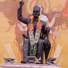 हिन्दुत्व शब्द के जनक एवं एक अति महान क्रान्तिकारी वीर विनायक दामोदर सावरकर जी की जयन्ती पर उन्हें नमन्। आप अमर रहे। #VeerSavarkar