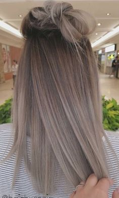 when i see all these balayage hair colors from fall to winter it always makes me jealous i wish i could do something like that I absolutely love this blonde balayage hair color so pretty! Hair Color And Cut, Cool Hair Color, Hair Colors, Hair Goals Color, Colours, Ombre Hair, Balayage Hair, Ashy Blonde Hair, Ash Grey Hair