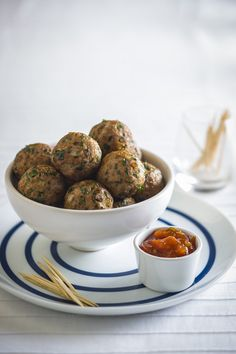 This Herbed Turkey Balls recipe uses turkey mince for a lean and healthy protein snack idea Healthy Turkey Mince Recipes, Turkey Recipes, Healthy Recipes, Canapes Recipes, Appetizer Recipes, Dinner Recipes, Party Recipes, Dinner Ideas, Healthy Finger Foods