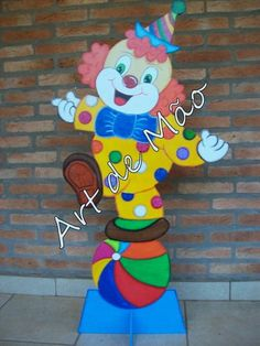 Paper Quilling, Clowns, Smurfs, Paper Crafts, Glitter, Character, Papercraft, Industrial Kids Decor, Snow