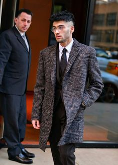 Celebrity Sightings in New York City - January 2018 : News Photo Zayn Mallik, Ex One Direction, Runway Fashion, Mens Fashion, Mens Trends, Celebs, Celebrities, Pretty Boys, Suit Jacket