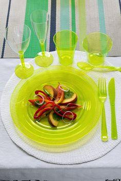 partywaretableware.com - Mozaik Lime Green Plastic Side Plates - 19cm - Pack of 10 & partywaretableware.com - Mozaik Raspberry Pink Plastic Side Plates ...