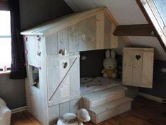 Bedstee Play Corner, Pallet House, Childrens Beds, House Beds, Kids Bedroom, Kids Rooms, Children's Place, Kids Decor, Boy Room