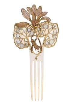 Maison VEVER (Paul et Henri), bijoutier, Paris, 1900, Peigne Cyclamen, feuilles d'ivoire avec taches d'opales, fleurs en émail translucide, H. cm : 20 - L. cm : 9,5
