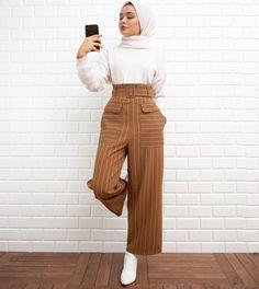 Hijab styles 862650503601181042 - Source by Street Hijab Fashion, Muslim Fashion, Modest Fashion, Modern Hijab Fashion, Hijab Elegante, Hijab Chic, Modest Dresses, Modest Outfits, Eid Outfits