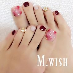 So pretty nails toe nails, nails, pretty toe nails Gold Toe Nails, Pretty Toe Nails, Feet Nails, Pretty Toes, Love Nails, Acrylic Nails, Pedicure Designs, Manicure E Pedicure, Toe Nail Designs