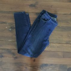 Madewell Skinny Jeans Madewell skinny jeans size 27. Some loose stitching on the belt loops but nice jeans. Madewell Jeans Skinny