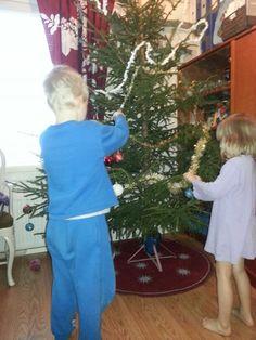 Joulupuu on rakennettu, joulu on jo ovella...