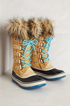 Sorel boots - I thrifted a gray pair over the summer so am good but love these contrast laces