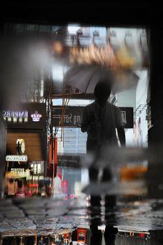 Christophe Jacrot. Hong-kong in the rain. Hong-kong Puddle