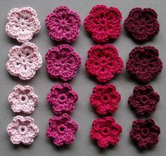 Häkelblumen, 4 Farben | Baumwolle, rosé, pink, neonpink, bordeauxrot, 16 Stück