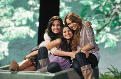 Demi Lovato, Joe Jonas, Miley Cyrus Pot Smoking Pic: See Demis Prank on Joe | Cambio