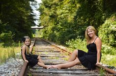 Mother and daughter photo Mother Daughter Pictures, Mom Daughter, Daughters, Display Family Photos, Family Pics, Cute Photos, Cool Pictures, Family Photography, Photography Ideas