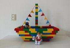Onlangs maakte ik samen met mijn zoons een stoomboot van Duplo. Het bleek een geweldige activiteit ter ere van de aankomst van Sinterklaas. Pirate Activities, Activities For Kids, Baby Toys, Kids Toys, Lego Minion, Diy For Kids, Crafts For Kids, Construction Lego, Van Lego