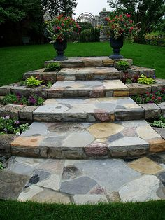 If you live in a dry and arid climate then your desert landscaping is going to take a little more planning than some other parts of the country. desert landscaping will have to work with a plan that includes only plants and trees that Backyard Walkway, Garden Stairs, Driveway Landscaping, Backyard Landscaping, Flagstone Walkway, Walkway Ideas, Walkways, Minnesota Landscaping, Driveway Ideas