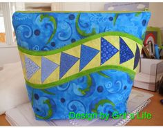 idea for mug rug...Grit's Life: Anleitung Täschchen - quilted zipper bag tutorial with paper pieced curved flying geese