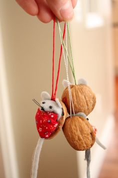 Walnut Shell Mice Ornaments Tutorial... so so cute - not a creature was stirring not even the mice!  Could do with kids after reading that story