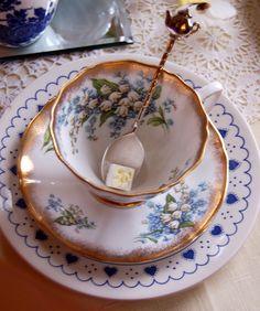 http://1.bp.blogspot.com/-5OxbA9e8ygA/TaJotiBAX9I/AAAAAAAAB0I/NAfDCc7N9mE/s1600/blue+forget+me+not+teacup.jpg