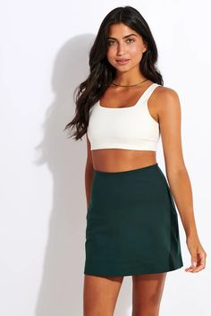 The Skort in moss serves up Serena Williams vibes in a soft, sustainable fabrication. With built-in compression shorts and a handy mesh pocket, this Girlfriend Collective skort keeps you covered and comfortable all day long. Short Girlfriend, The Beauty Chef, Pilates Clothes, Sports Luxe, Compression Shorts, Sport Fashion, Skort, Girlfriends, Active Wear
